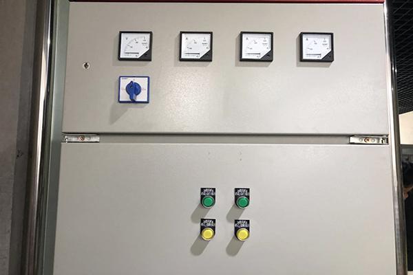 高低压开关柜的电能装置及间隙合理